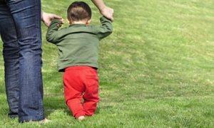 quando il bambino inizia a muovere i primi passi