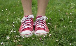 bambini e scarpe da ginnastica