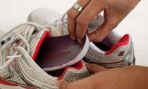 asciugare la scarpa dall'umidità e sudore